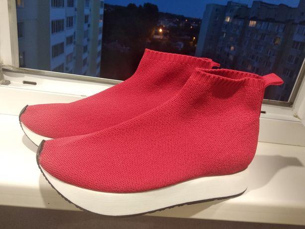 Шикарные кроссовки Zara