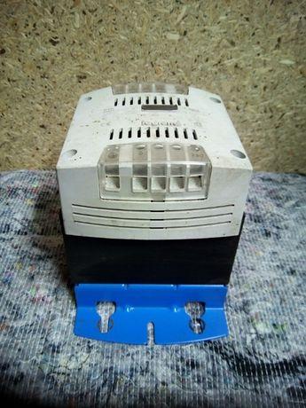 11).Transformator separacyjny Legrand 42446, zasilacz
