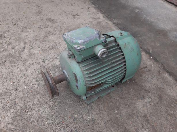 Електродвигун 2.2кв 705об