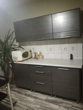 Meble kuchenne, kuchenka gazowa, stół z krzesłami ZESTAW 1000 zł.