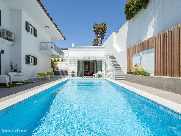 Moradia T5 com jardim e piscina, no Bairro de Santa Teres...