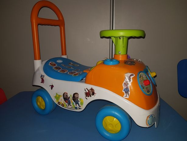 Jeździk pchacz samochodzik