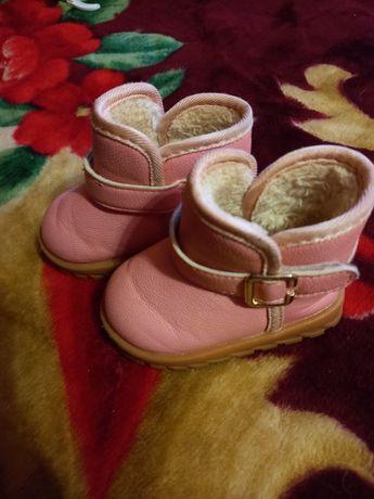 Зимові сапожечки для дівчинки уги