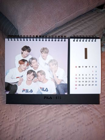BTS x FILA kalendarz na biurko