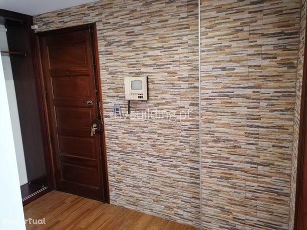 Apartamento T3  remodelado / Zona central / Muito bom estado