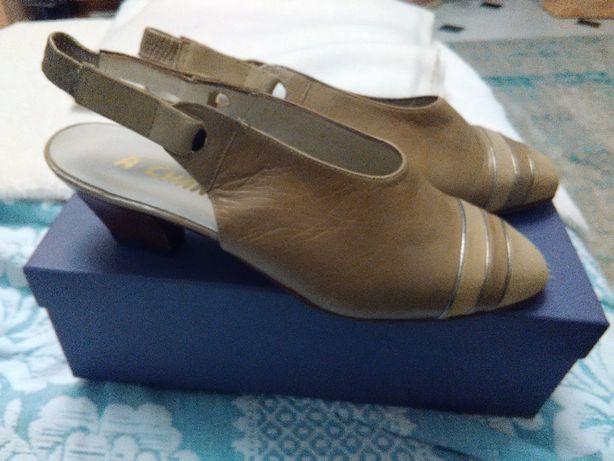 sapatos clássicos muito confortáveis em pele genuína