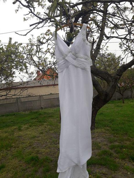 Snieznobiala suknia ślubna roz 40-42 grstis 3 m welon katedralny