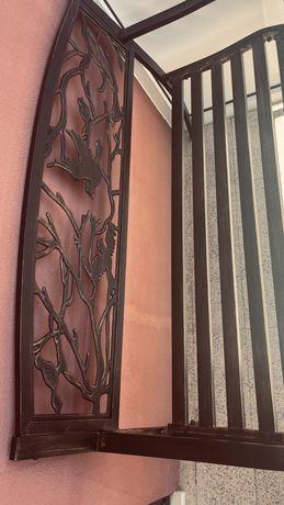 Banco de jardim de metal com design de pássaros, em ferro fundido