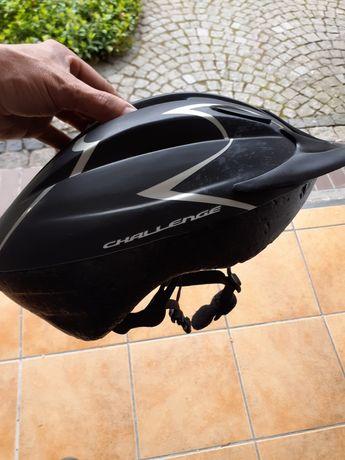 Kask rowerowy z daszkiem
