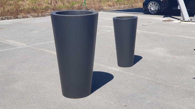 Vasos de exterior em latão