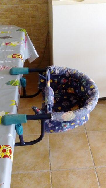 Cadeira de mesa para refeições de bebé
