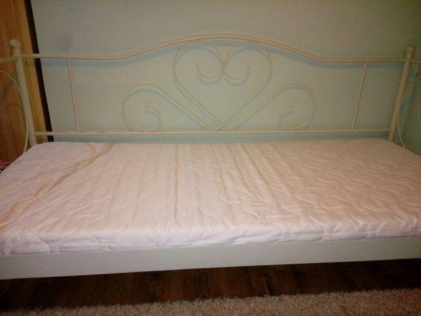 Łóżko metalowe jasne