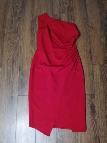 Czerwona asymetryczna sukienka na jedno ramie