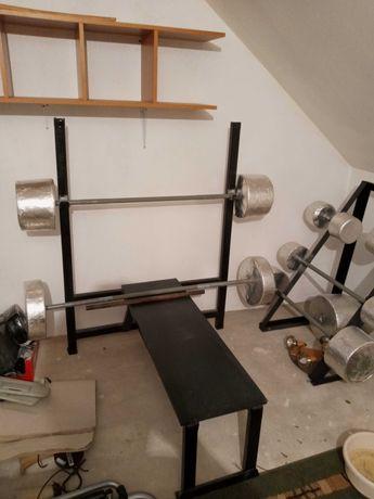 Ławka do ćwiczeń z dwoma sztangami