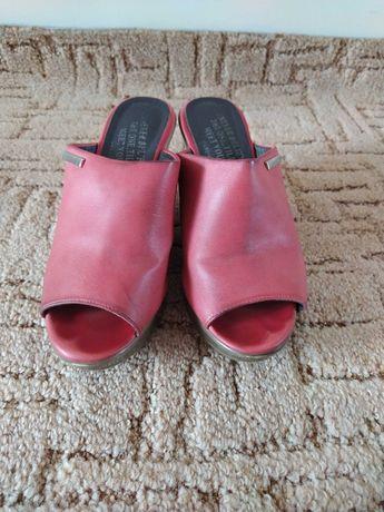 Buty skórzane koturny