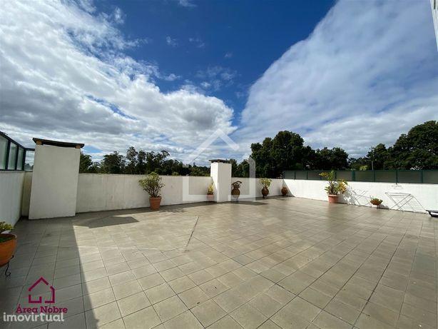 Apartamento T2 com Terraço em São João da Madeira