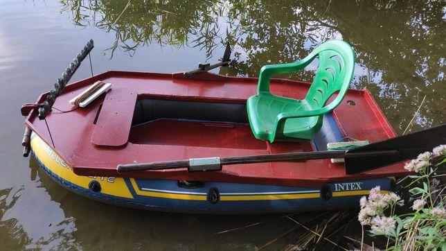 ponton trzykomorowy, nowy, ze sztywną zabudową