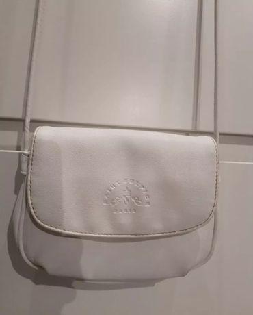 Mała biała elegancka torebka