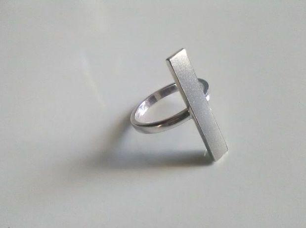 pierścionek srebrny słupek pr925