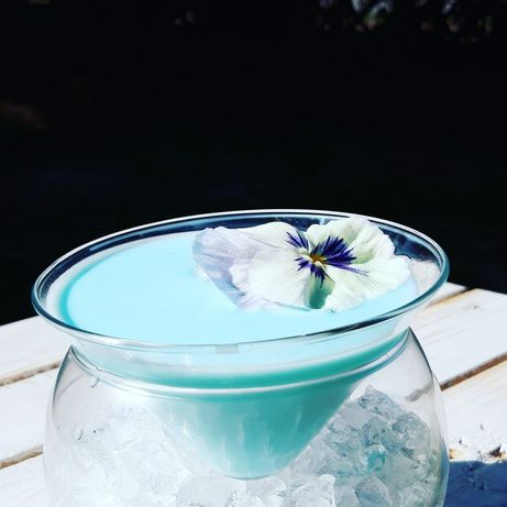 Drink bar .barman na wesele .bubble tea bar