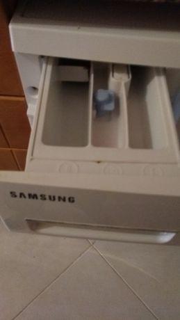 Máquina de lavar roupa Samsung em peças