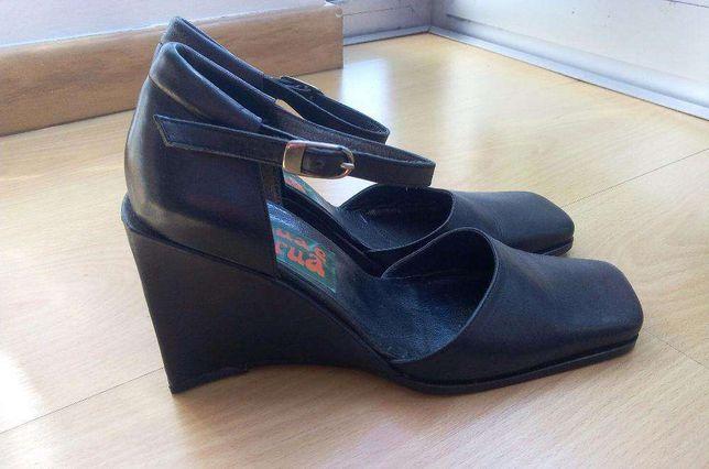Sandália saltos altos azul escuro - pele - novas
