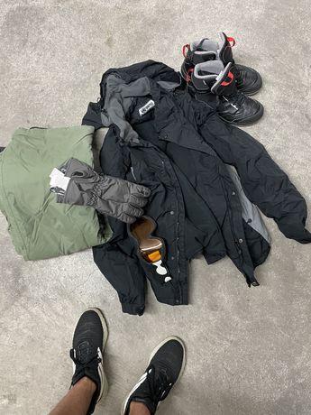 Roupa de neve: casaco, calcas, botas, luvas e Oculos