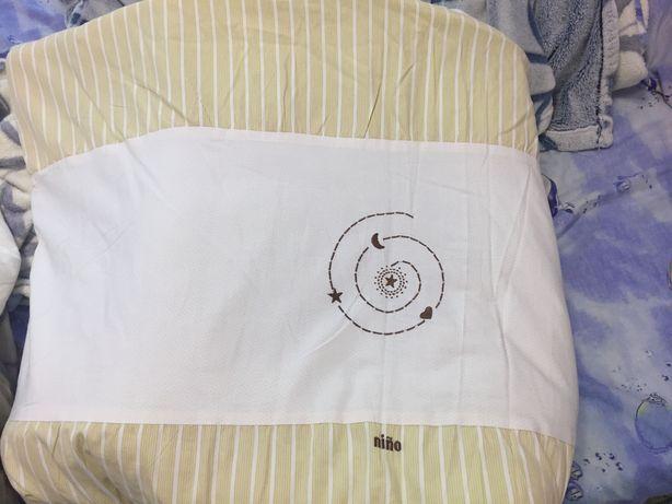 Продам в манеж одеяло, подушку и защиту