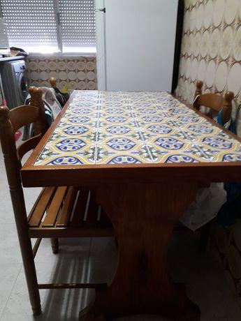 Mesa de cozinha.
