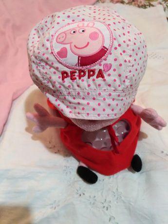 Пеппа музична з банданою  для дитини, в плащі .