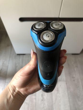 Электробритва AquaTouch AT750/16 для сухого и влажного бритья