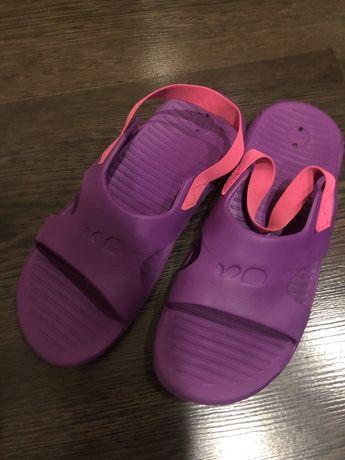 Взуття для річки басейна