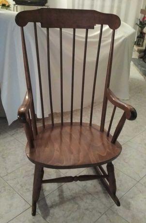 Cadeira baloiço antiga madeira maciça