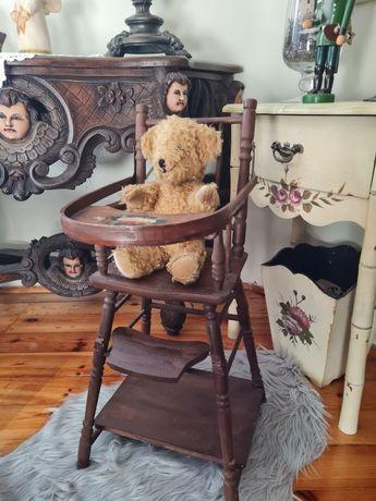 Stare drewniane krzesło dla lalek