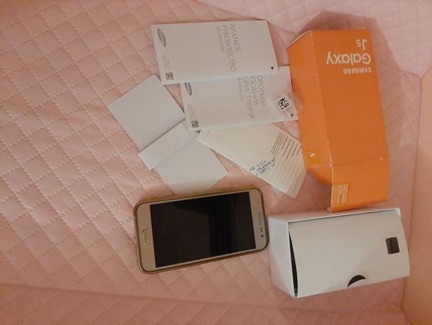 Смартфон Samsung J500H/DS J5 Gold