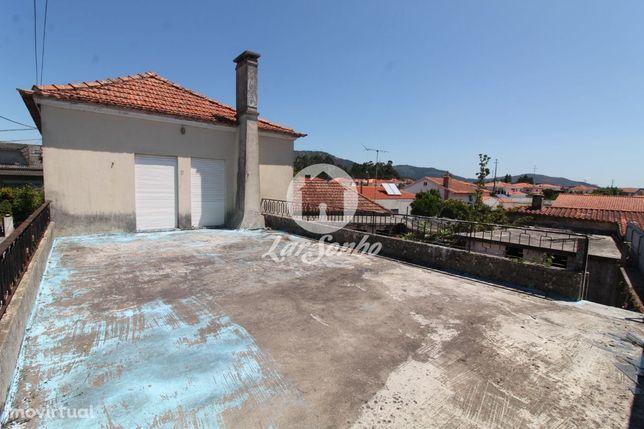 Moradia M4 para restauro em Barroselas
