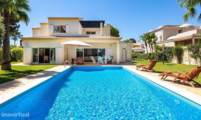 VILAMOURA - Ampla moradia V5+1 isolada com piscina privada