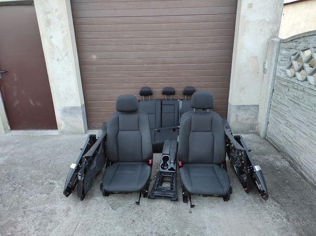 Mercedes GLK wnętrze środek fotele kanapy tapicerki