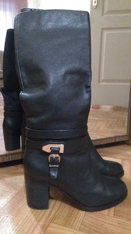 Продам кожаные зимние женские сапоги р. 39, внутри цигейка