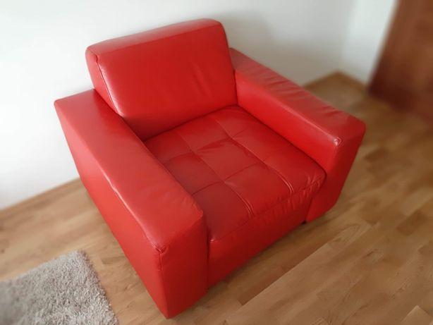 Skórzany fotel CZERWONY z pikowanym siedzeniem
