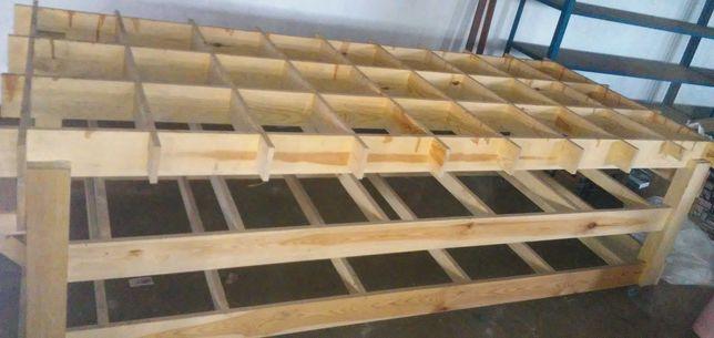"""Drewniany """"stół"""" na kółkach"""