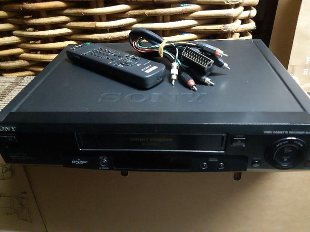 Rádio  e leitor de vídeo cassetes