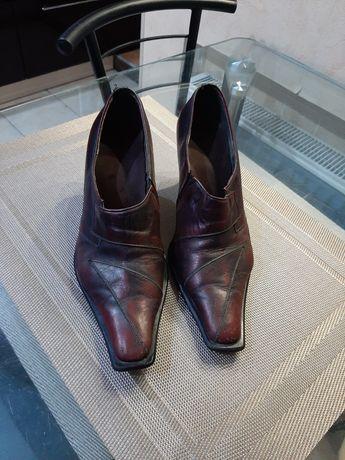 Туфли на каблуке на 36 -36.5 размер