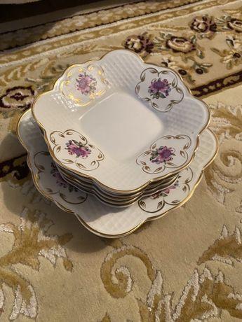 Набор тарелок из фарфора