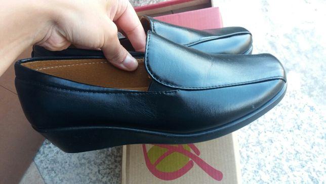 Sapatos pretos 39
