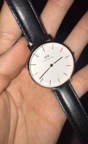 Zegarek Daniel Wellington złoty czarny pasek
