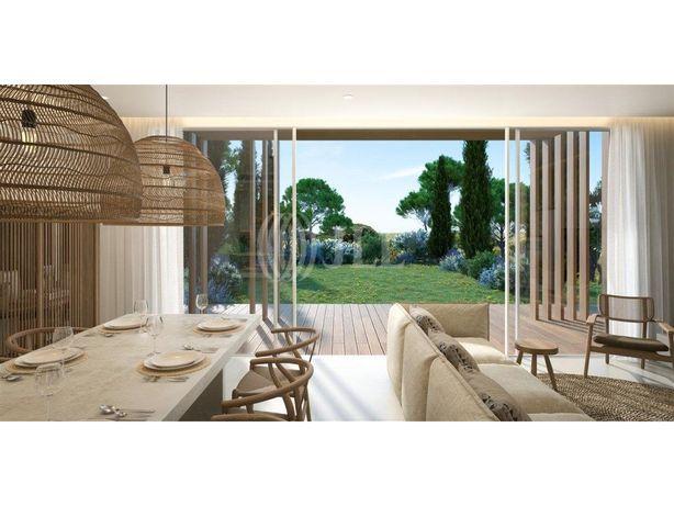 Moradia V3, nova, com piscina e jardim, no resort Verdela...