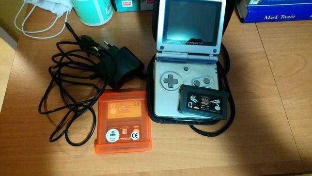 Konsola Nintendo Gameboy Advance SP + etui, ładowarka i 3 gry