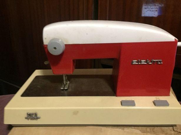 Немецкая детская швейная машинка раритет рабочая