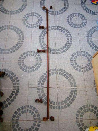 Varão e acessórios para cortinado cozinha